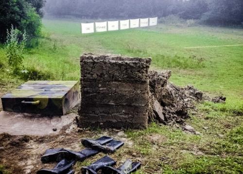 02 | Blick über den Bunkerschacht auf die 7 Leintücher